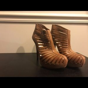 BCBG Brown Leather Size 8 Pumps
